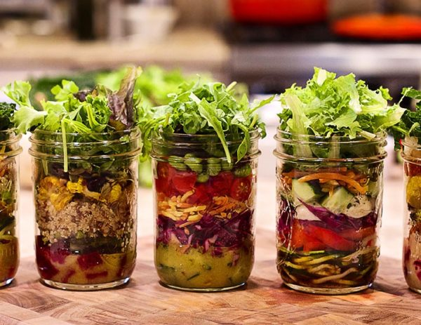 individual-salads-in-jars