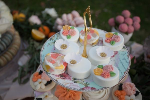 flowers-pink-and-white-desserts