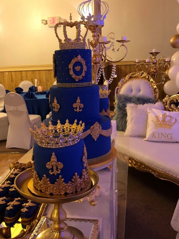Two smaller cakes stood on gold pedestals