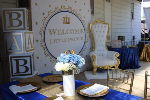 navy-and-gold-royal-prince-table-setup