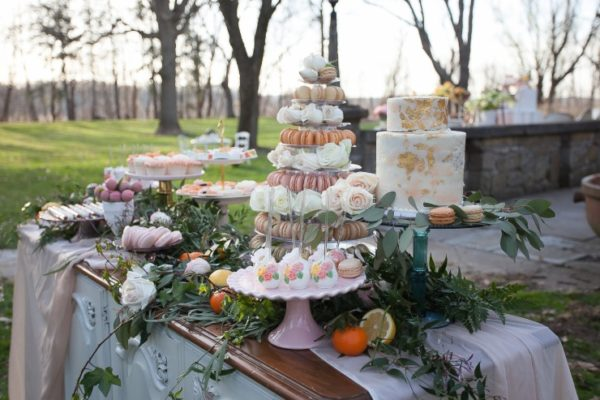 outdoor-mothers-day-brunch-party-desesrt-table