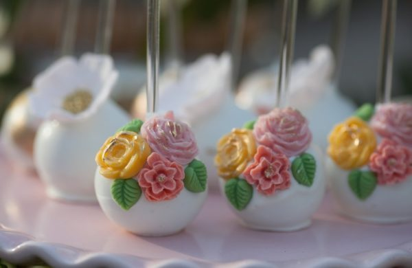 outdoor-mothers-day-brunch-party-desesrt-table-cakepop