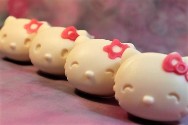 hello-kitty-soap-favors