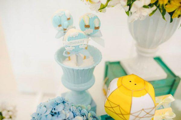 cute blue cloud and air balloon oreo cakepops