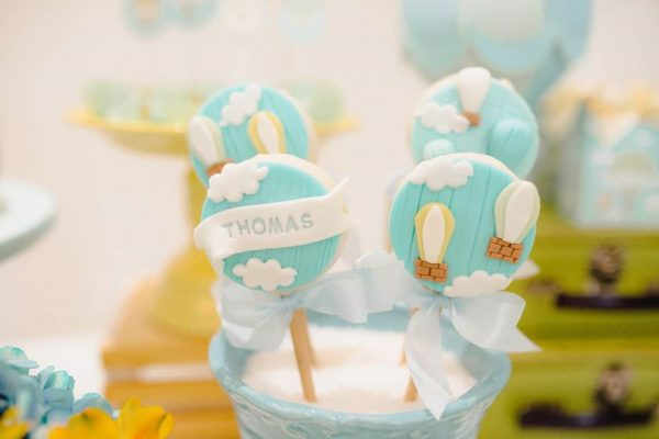 cute blue cloud and air balloon oreo cakepops details