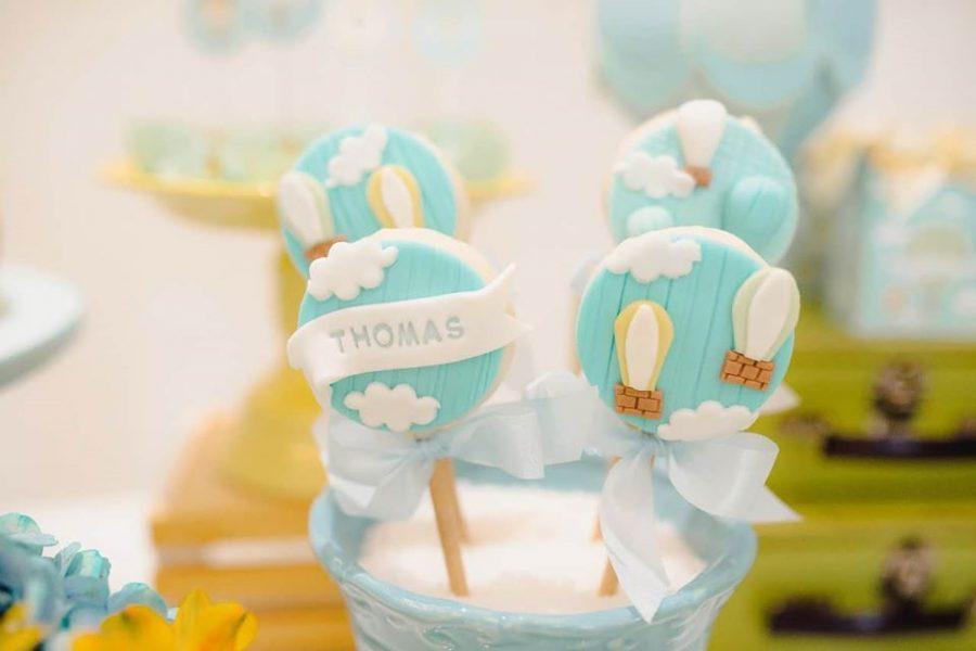 cute blue cloud and air balloon oreo cakepops details
