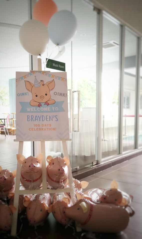 piggy themed welcome sign
