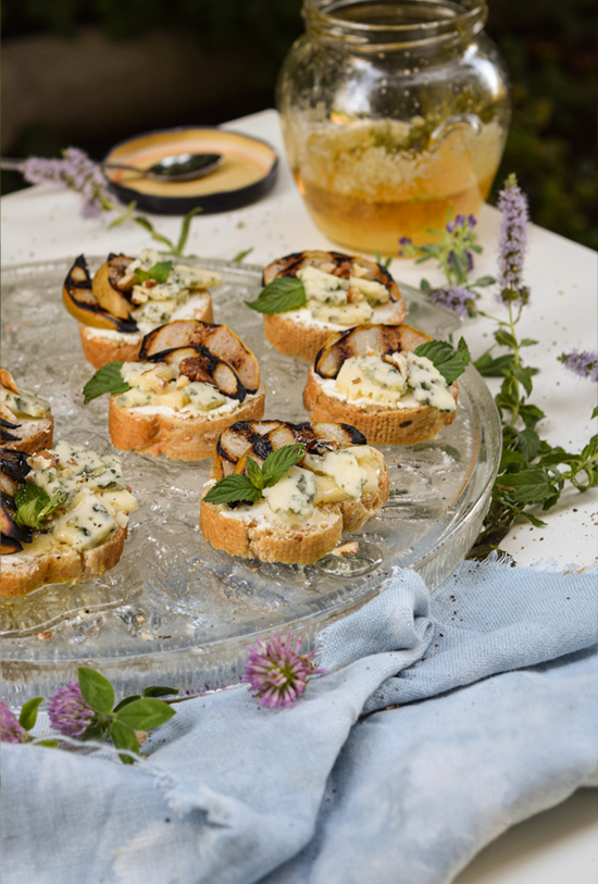 Simple Blue cheese and Grilled Pear Appetizers