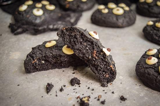 Crunchy Cute Spooky Black Cookies