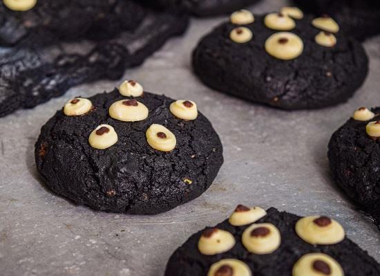 Fun Halloween Eyeballs Cookies
