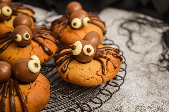 Fun Simple Halloween Spider Cookies