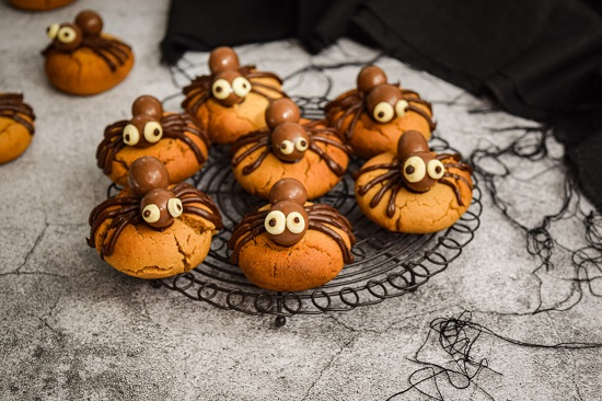 Simple Halloween Chocolate Spider Cookies Recipe