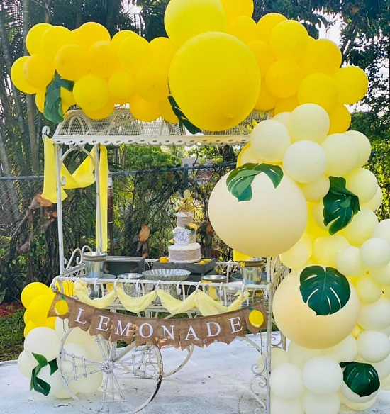 bright pops of yellow balloons and decors