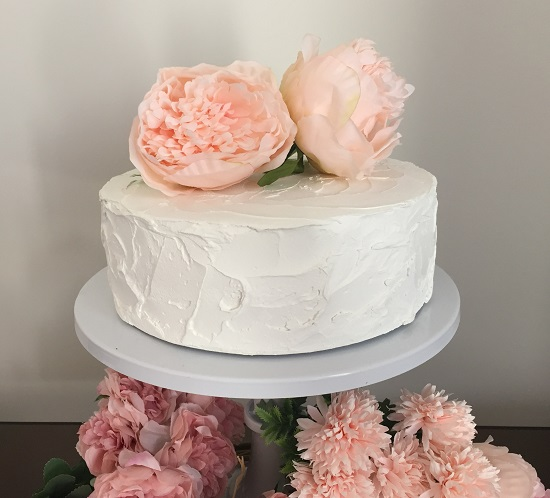 simple chic white cake