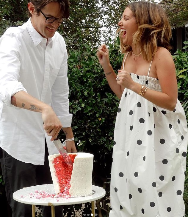 Ashley Tisdale baby shower cake with color inside girl