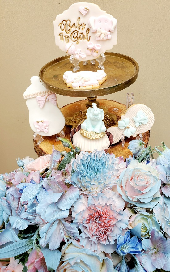 beautiful blue and pink gender reveal flowers