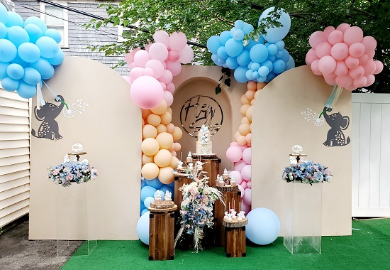 gender reveal balloon arch