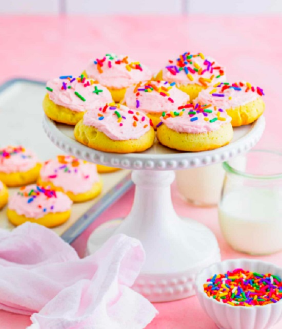 Displaying cookies on Cake Stands